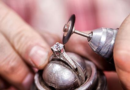 limpieza de anillo con diamantes