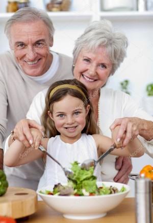 abuelos comida familiar