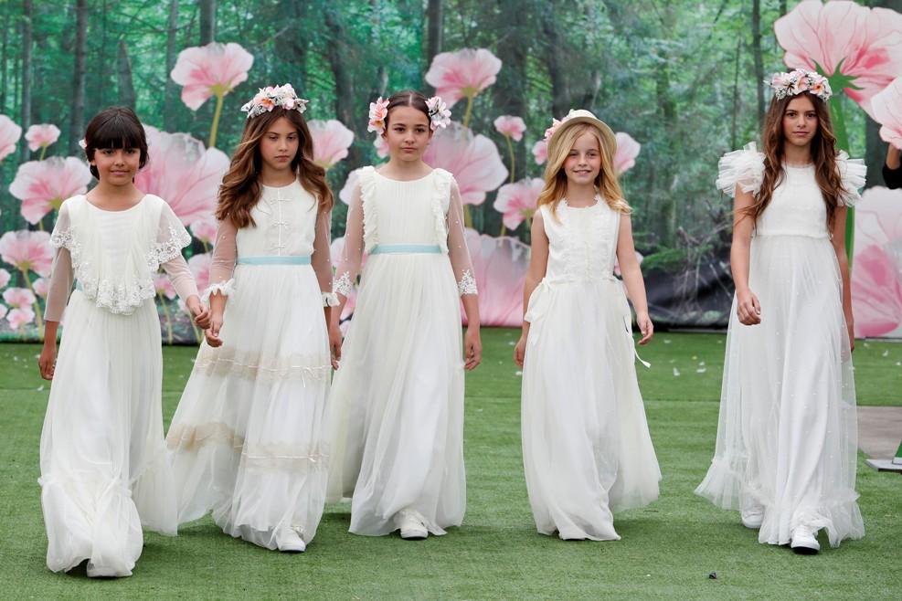 314e9c65552 Fotografía de niñas en grupo de primera comunión