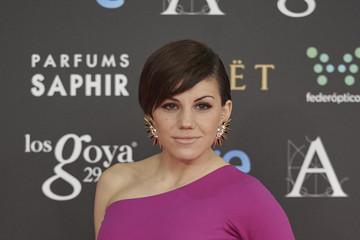Angy Fernández tiene el cuello pequeño
