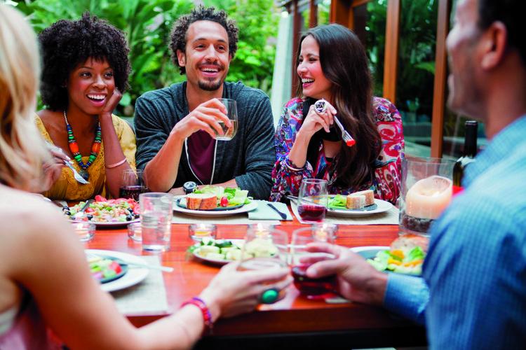 reunion de amigos y familia